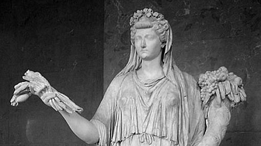 Estatua de Livia ataviada como Ceres (Museo del Louvre, París).