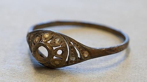 El anillo escondido