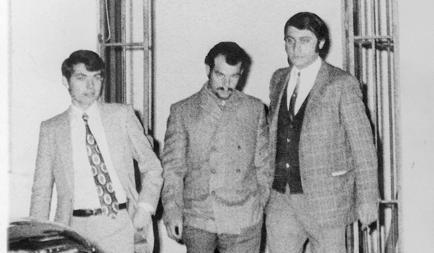 Villegas, junto a varios policías