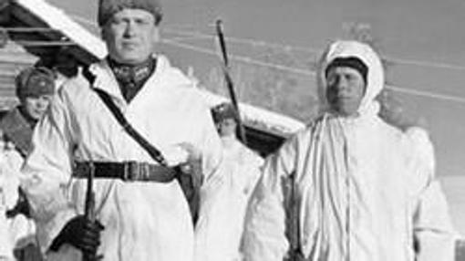 Simo (derecha) junto al coronel de su unidad