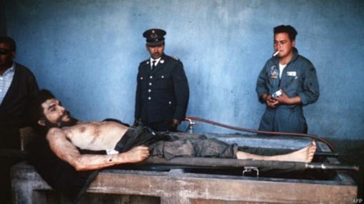 El Che, expuesto tras su muerte
