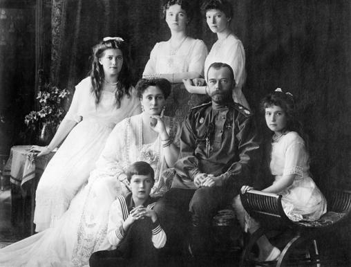El zar Nicolás II y su familia.