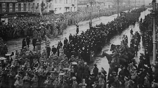 Funerales por las víctimas de la Revolución el 5 de abril de 1917 (23 de marzo según el calendario juliano) en Petrogrado