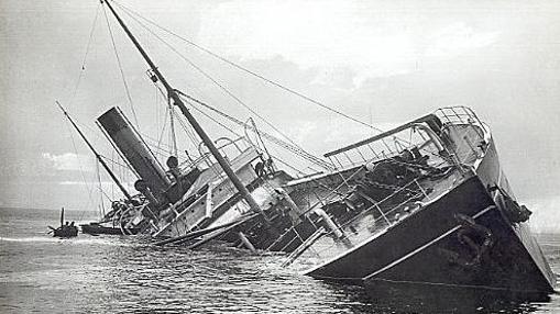 «SS Mendi», hundiéndose tras el impacto