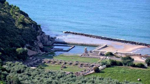 Villa de Tiberio en Sperlonga, a mitad de camino entre Roma y Nápoles.