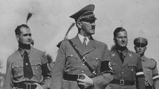 Hitler junto a sus principales jerarcas, los perseguidos tras la IIGM