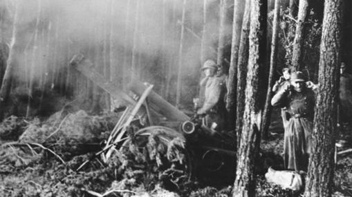Un mortero alemán dispara el 22 de noviembre de 1944 en el bosque de Hürtgen