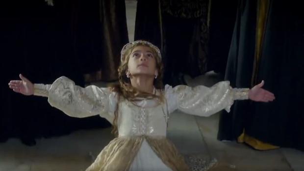 Facebook:  El despropósito de una serie «histórica»: Catalina de Aragón bailando flamenco en la Corte de los Reyes Católicos