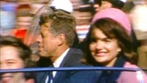 Kennedy y su esposa instantes antes del magnicidio