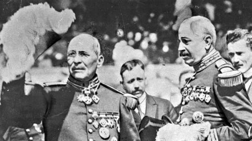 Presidente Victoriano Huerta y el secretario de Guerra Blaquet