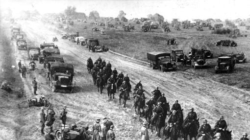 Las tropas alemanas avanzan por Polonia el día 1 de septiembre de 1939, día en que comenzó la Segunda Guerra Mundial.