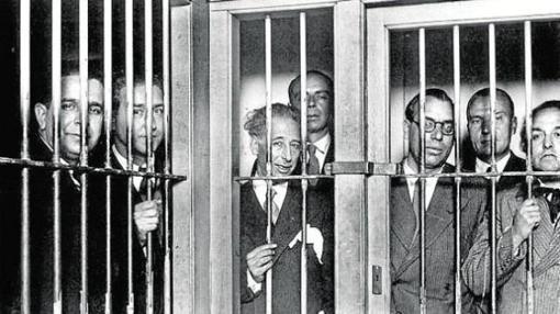 Lluis Companys, junto al gobierno de la Generalitat en la cárcel