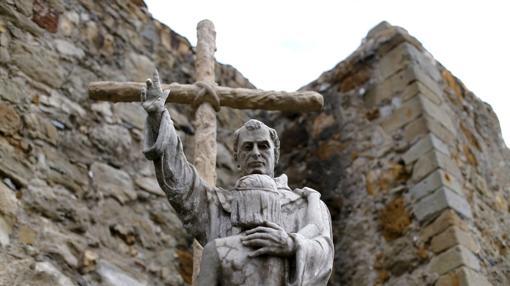 Estatua de Serra en San Juan Capistrano