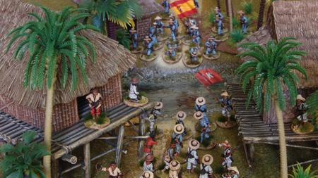 Soldados españoles contra tagalos