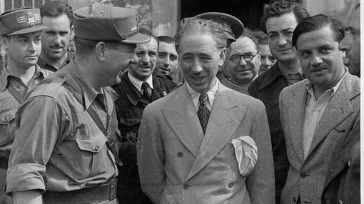 El presidente de la Generalitat acude al frente de Aragón durante la Guerra Civil