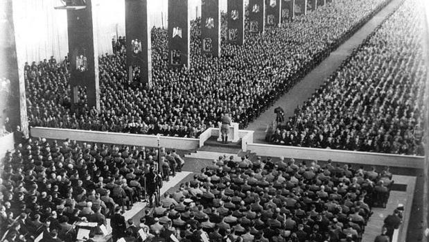 Inauguración solemne del congreso del Partido Nacional Socialista Alemán de los Trabajadores (NSDAP) en la gran sala de congresos en 1935