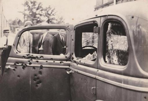 Así quedó el vehículo después de que Hamer y sus agentes lo acribillaran