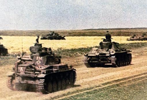 Junio de 1941, tanques avanzando hacia Rusia tras el inicio de «Barbarroja»