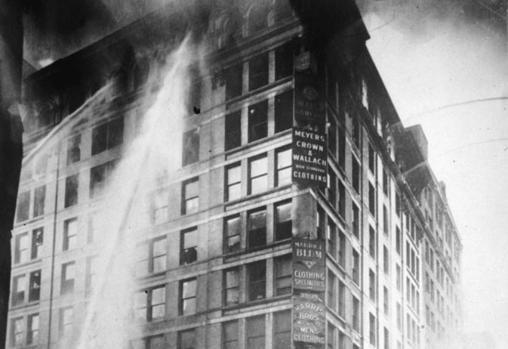Incendio en la fábrica de confección Triangle Shirwaist, barrio de Manhattan,