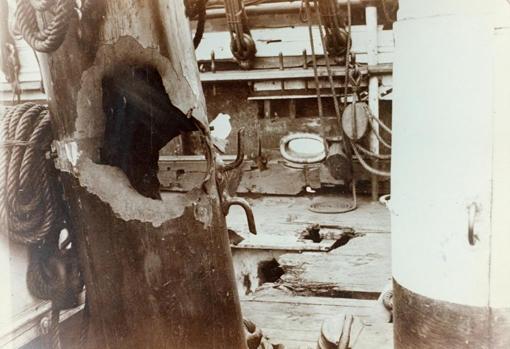 Daños provocados por un disparo del buque de Grau en la corbeta Abtao durante el Segundo combate naval de Antofagasta.