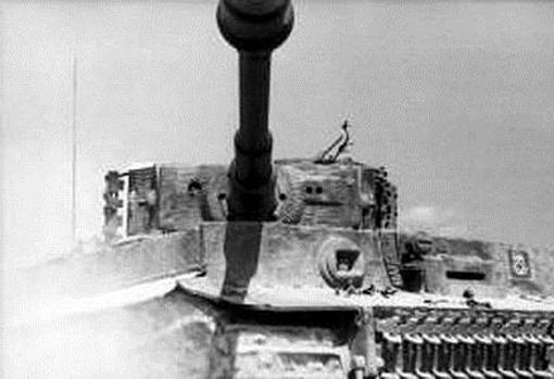 El Tiger I podía abatir carros aliados a 3.000 metros de distancia, pero estos tenían que acercarse y rodearle