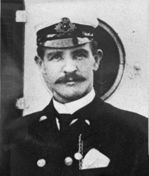 Murdoch, primer oficial del Titanic