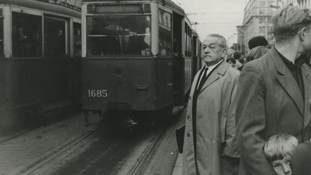 Leopold Trepper, en las calles de Varsovia, en 1967. Durante la segunda Guerra Mundial, la única imagen que se le hizo fue la de su detención por parte de los nazis