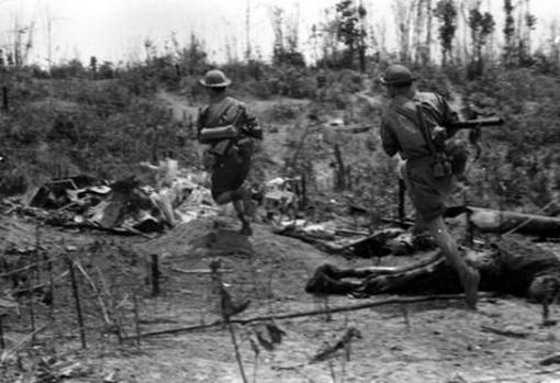 El Vietcong y el ejército norvietnamita lanzan contra el sur la llamada ofensiva del Tet