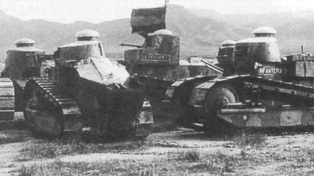 Varios Renaults FT españoles