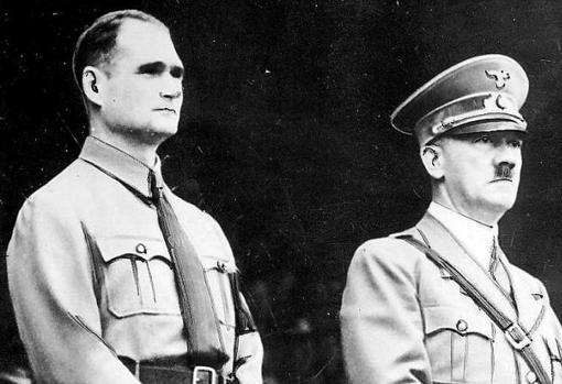 Rudolf Hes junto a Adolf Hitler