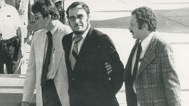 Agentes del FBI, en Nueva York, trasladando al terrorista Petar Matavic tras ser detenido