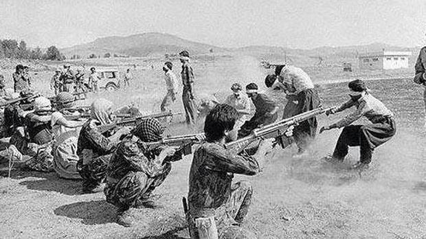 Ejecuciones en Sanadaj, Iran , poco después de triunfar la Revolución Islámica de 1979
