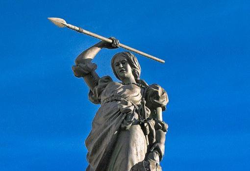 Las siete «Invencibles» inglesas que fracasaron al intentar invadir España Maria-pira-estatua-kdrG--510x349@abc