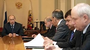 El presidente de Rusia, Vladímir Putin, junto al director de Rosoboronexport