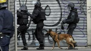 Muere una perra policía en el asalto al piso durante la operación contra el cerebro de los atentados