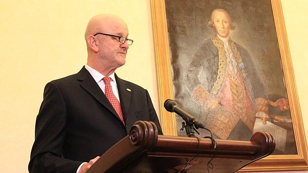 El embajador español en Washington, suspenso «en la diplomacia del amor»