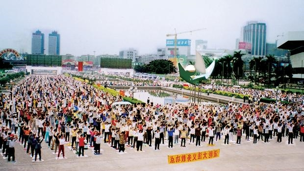 Ejercicios de Falun Gong, en un parque de Guangzhou