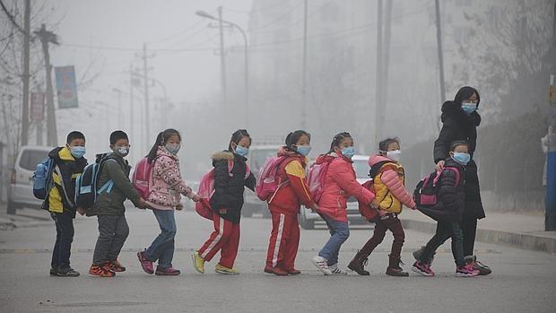 Casi 50 ciudades de China emiten alertas por contaminación