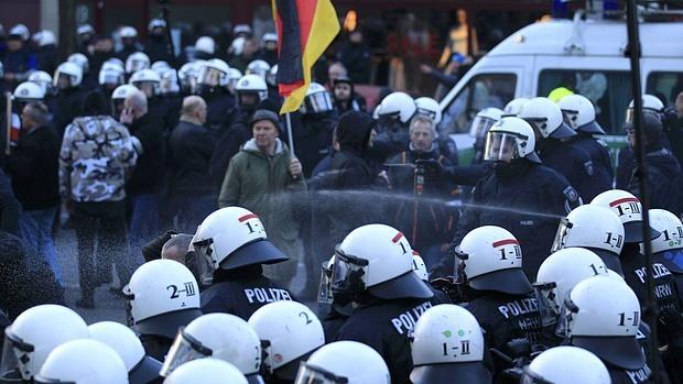 La Policía disuelve la manifestación de Pegida en Colonia