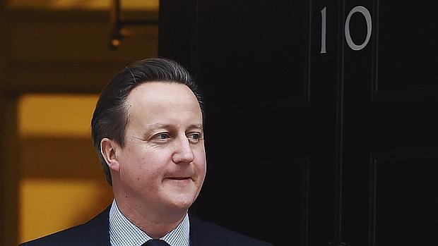 Cameron este lunes a las puertas de su residencia