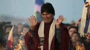 Evo Morales asiste a una ceremonia ancestral para conmemorar su década en la presidencia, este jueves en la antigua ciudadela de Tiahuanaco (Bolivia)