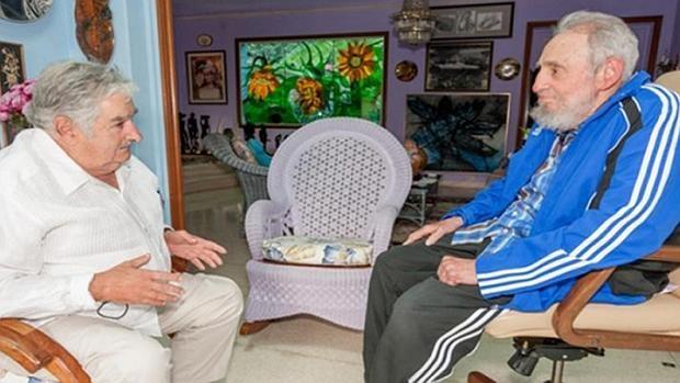 Fidel Castro y José Mujica reunidos esta semana en La Habana en casa del líder del castrismo, en una imagen divulgada el sábado por la web oficial Cubadebate