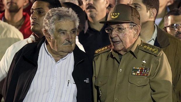 José Mujica confirma que Raúl Castro ha decidido dejar la presidencia de Cuba