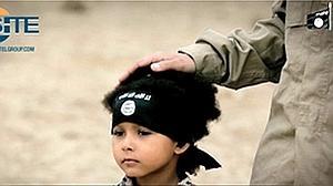 Captura del nuevo vídeo protagonizado por «Jihadi Junior»