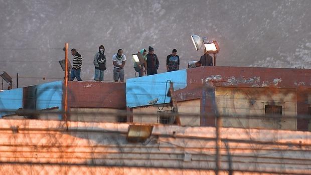 Armas punzocortantes, bates y palos: así fue el motín que dejó 46 muertos en una cárcel de México