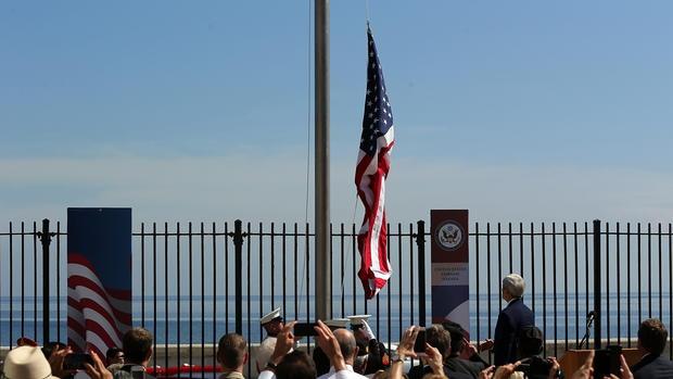 El secretario de Estado americano, John Kerry, en la ceremonia de izado de la bandera de EE.UU. en Cuba