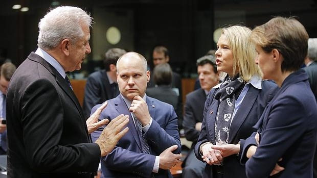 Los 28 apoyan prevenir rutas alternativas de inmigración tras el cierre de los Balcanes