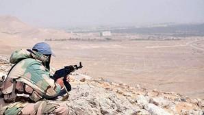 Un miembro del Ejército sirio durante un combate en la ciudad de Palmira