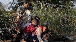 Refugiados que intentan entrar en Europa en una imagen de archivo