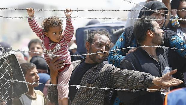 Refugiados sirios tratan de entrar en Turquía